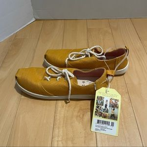 NWT girl's canvas shoes